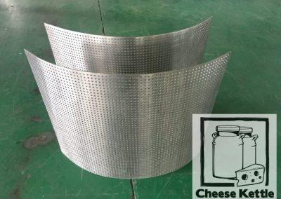Cheese curd drainage strip