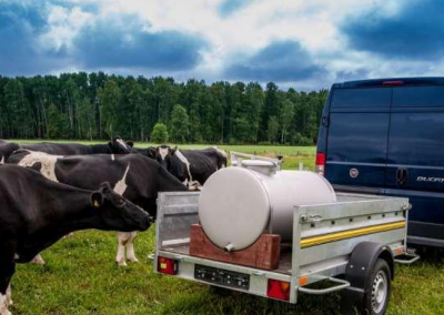 Milk trailer, mobile milk cistern for small processor