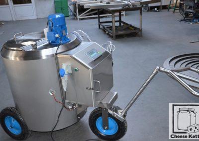 Milk taxi – calve feeding transportable tank